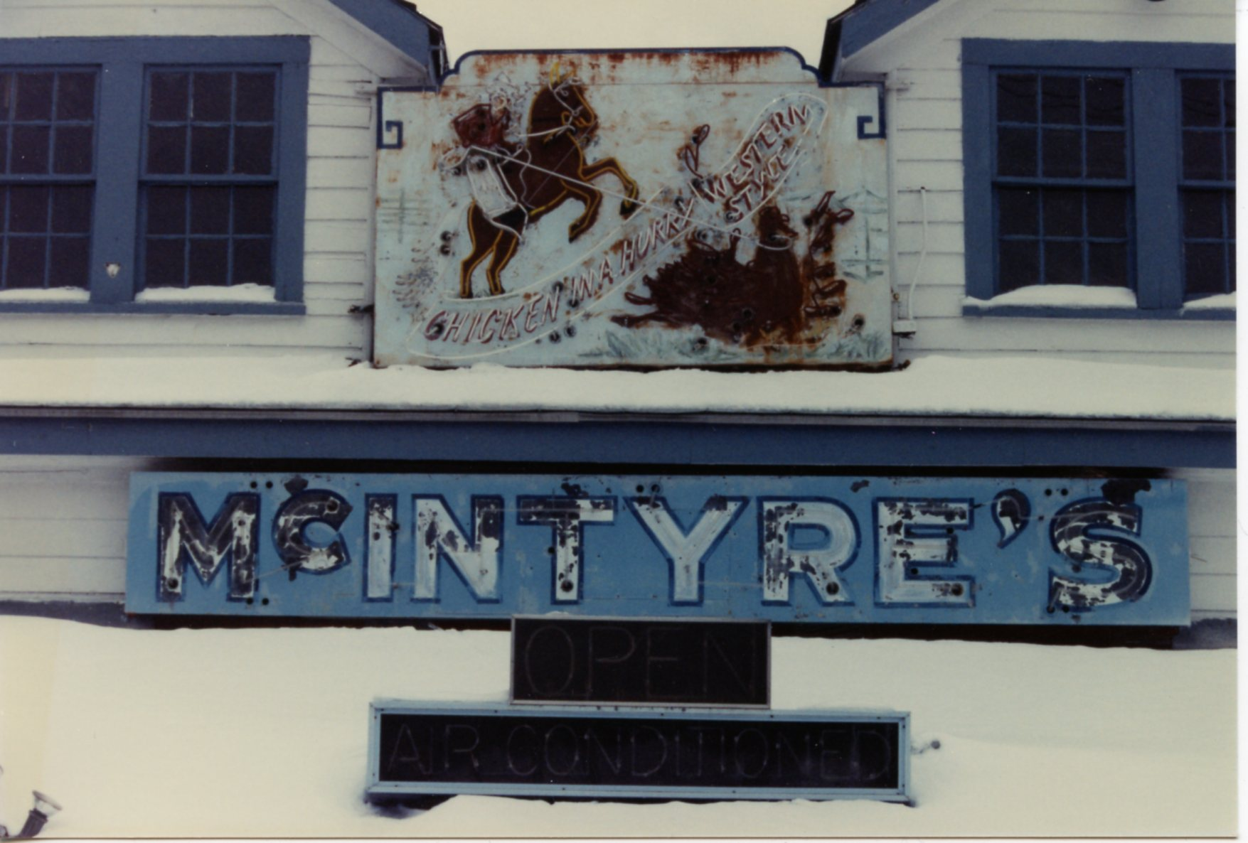 The rusty Chicken in a Hurry sign on its building from 1990.