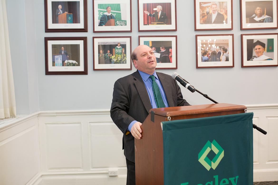 Jeff Weiss speaks at a podium in Alumni Hall