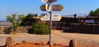 Road-signs-desert-Israel