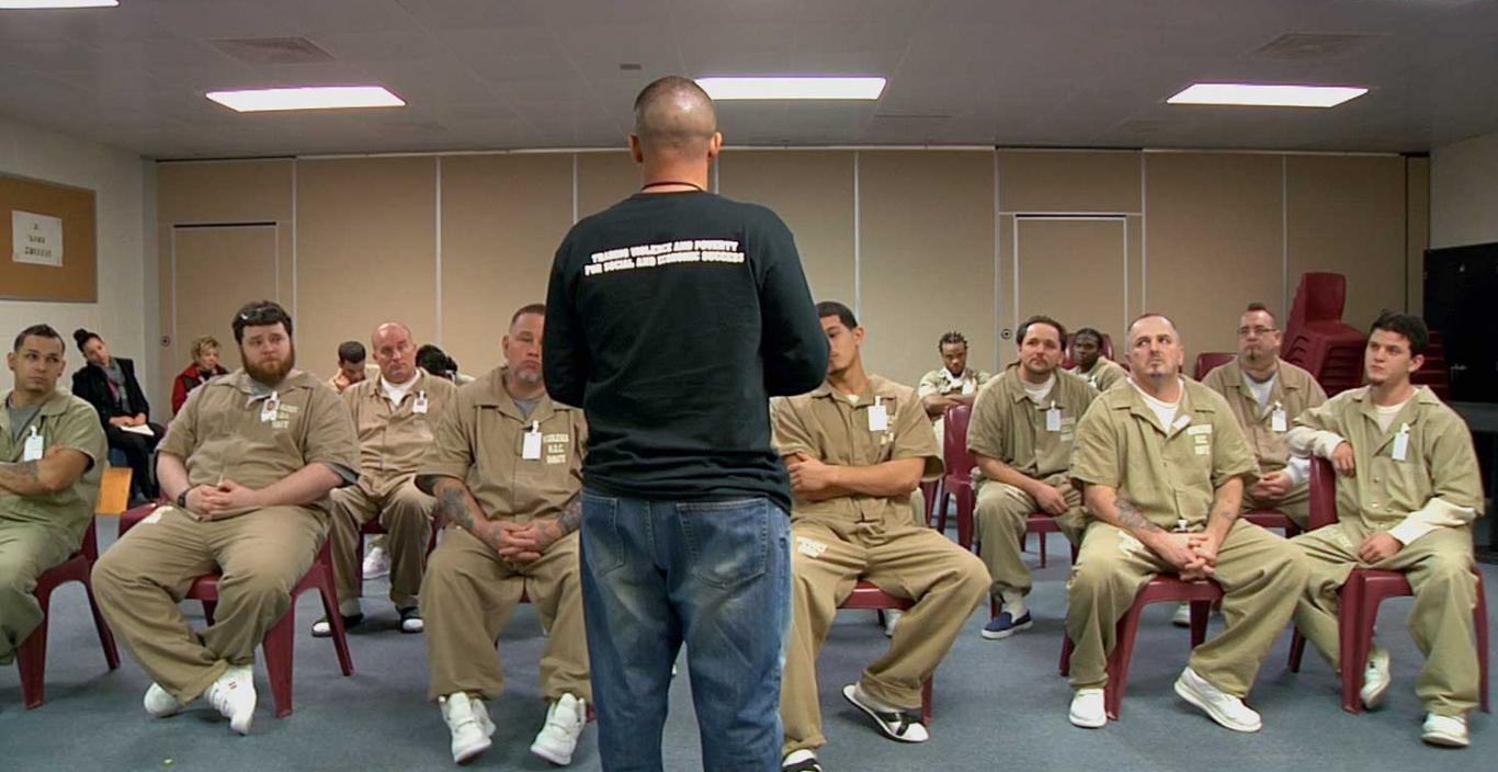 Louis Diaz speaks to a room full of prisoners.