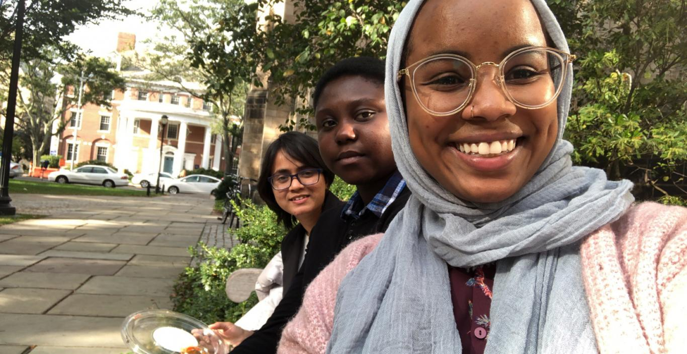 Students Najifa Tanjeem, Mecivir-Tersoo-Ivase and Rianne-Elsadig pose for a selfie outside at Yale